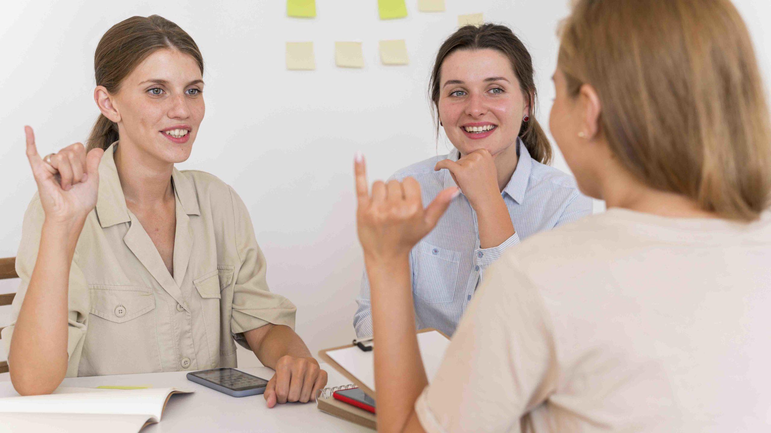 assistante maternelle en foirmation apprentissage langue des signes française