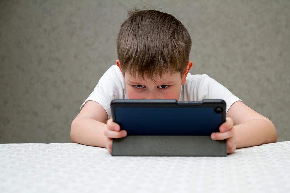 comprendre l'impact des écrans pour mieux accompagner l'efant et la famille